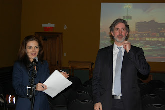 Photo: M. Sébastien Vachon de Korem, partenaire Or de l'événement vient remettre l'un de nos prix de présence.