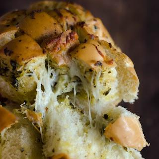 Pesto Garlic Cheese Bread (Pull Apart Crack Bread).