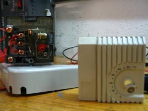 Photo: Premontaje del termostato en la tapa del boiler