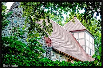 Photo: Die versteckte Kirche in Bergholz im Boitzenburger Land aus dem 13. Jhdt.   Auch diese Kirche hat dringenden Sanierungsbedarf. Für den Turm werden ca. 90.000 €, das Kirchenschiff 92.000 € und den Südanbau 35.000 €  benötigt.