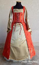 Photo: Vestido Medieval infantil em brocado vermelho e shantung dourado. A partir de R$ 200,00.