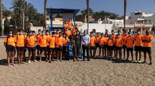 Carboneras cuenta desde hoy con 33 socorristas para vigilar sus playas