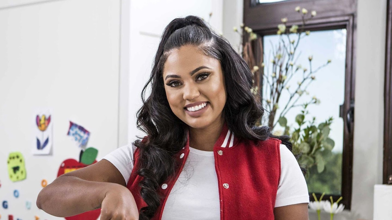 Watch Ayesha's Home Kitchen live