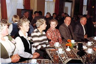 Photo: Blik in de zaal v.l.n.r. Hennie Enting, Roelie Timmer, vr. Godlieb, Hennie Hadderingh, Harm Zandvoort en Mans Schuiling