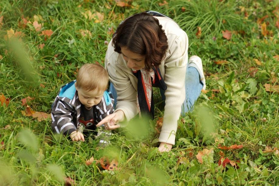 С ребенком на прогулке: чистый ребенок или счастливый?