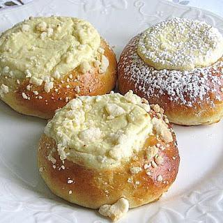 Polish Cheese Sweet Rolls Recipe - Drozdzowki z Serem.
