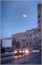 """Photo: """"O luna nebuna"""" - imagine de pe Calea Victoriei - 2018.03.02"""