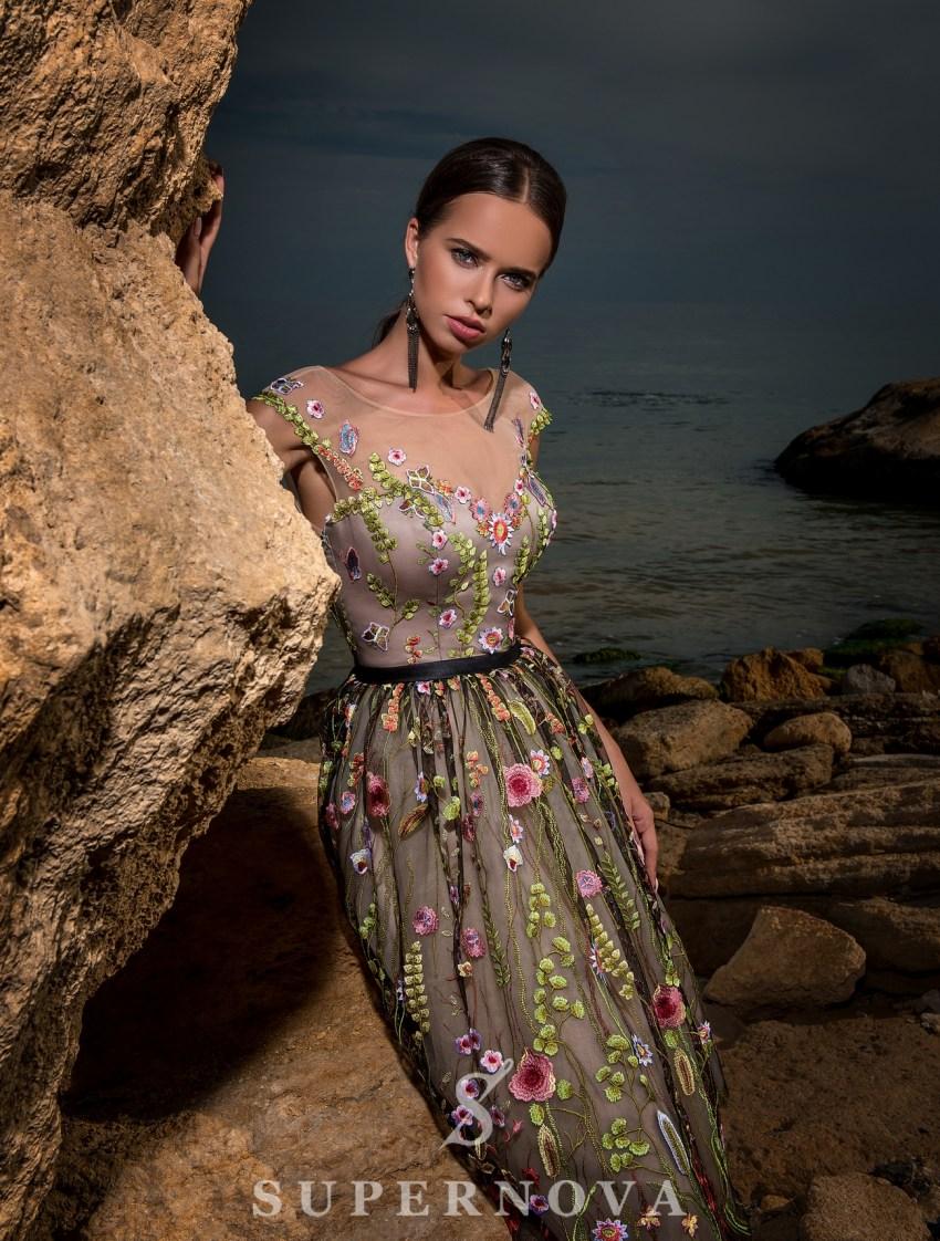 Бежева вечірня сукня фото