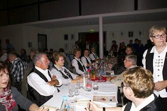 Photo: Die Schwyzerörgeli-Grossformation Wynau beim Nachtessen