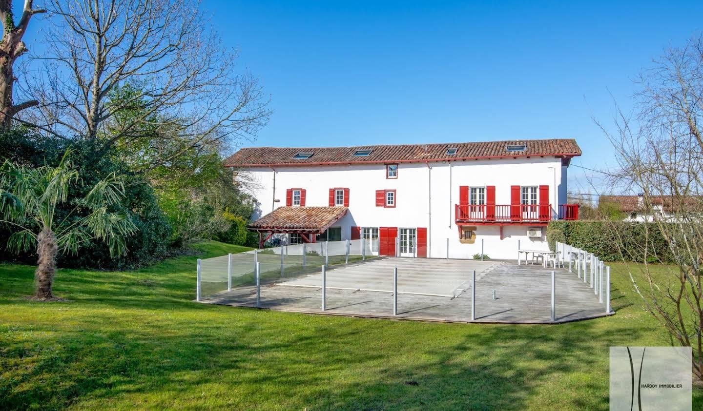 House with pool and terrace Saint-Pée-sur-Nivelle
