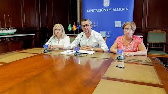 Juan Antonio Lorenzo junto a Yolanda Lozano y Maribel Alarcón en la rueda de prensa.