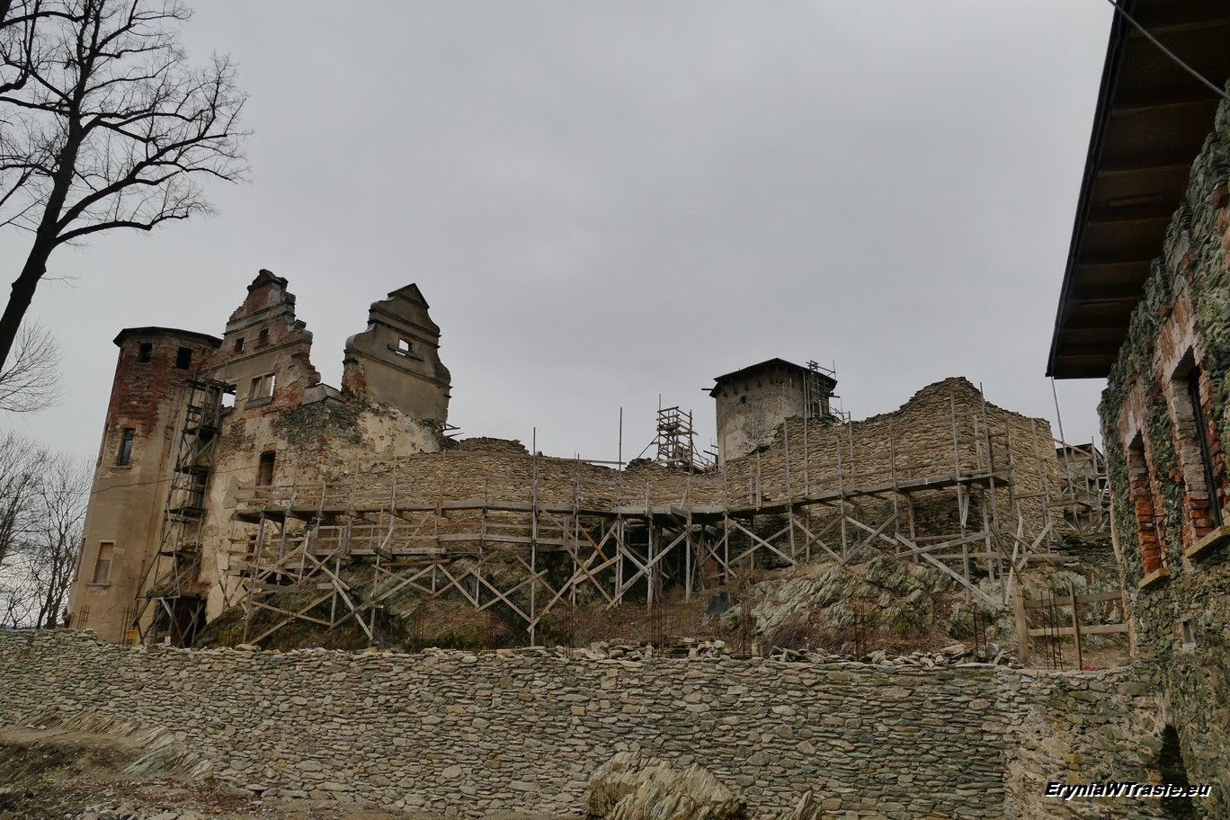 patrz: Zamek Niesytno