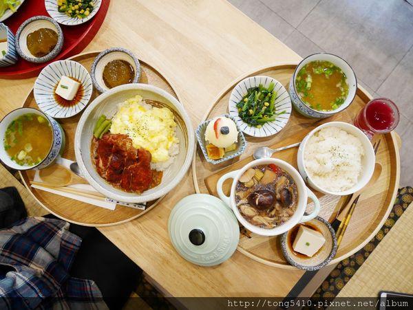 石燕Shi Yan,位於逢甲商圈裡頭賣著清新風格的日式定食,有正餐也有下午茶。杏屋乳酪蛋糕姊妹品牌