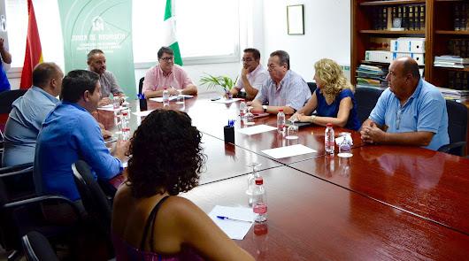 La Junta y Endesa abordan las mejoras en Níjar y en zonas del interior
