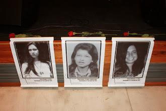 Photo: Marcas de la Memoria (15) Las Muchachas de Abril, 21/04/1974. Laura, Silvia y Diana.