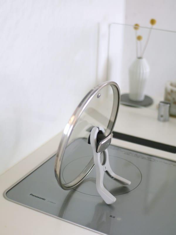 置き場に困る鍋フタを、立てるための便利グッズ!2