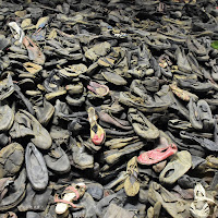 Triste collezione di scarpe. Auschwitz.  di