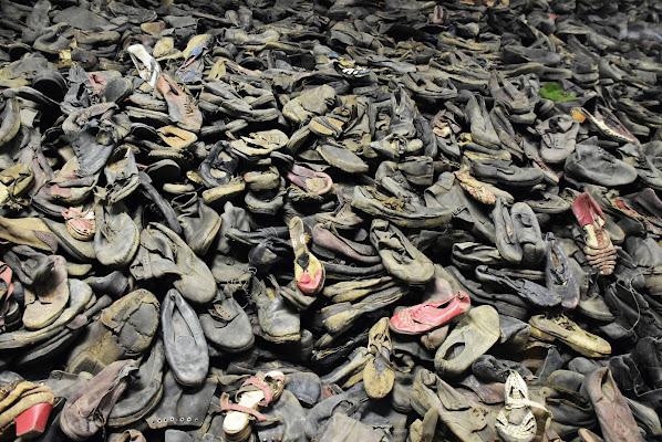 Triste collezione di scarpe. Auschwitz.  di BASTET-Clara