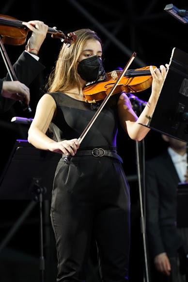 Una de las violinistas de la Orquesta Ciudad de Almería (OCAL).
