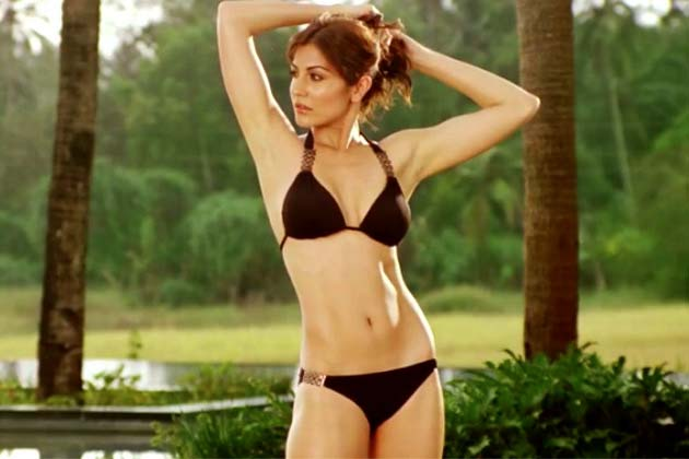 http://static.ibnlive.in.com/ibnlive/pix/slideshow/07-2012/international-bikini-day/anushkabday1-bikini.jpg