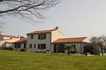 propriété à Saint-Hilaire-de-Chaléons (44)