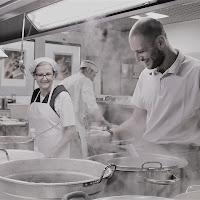 Happy cooks di