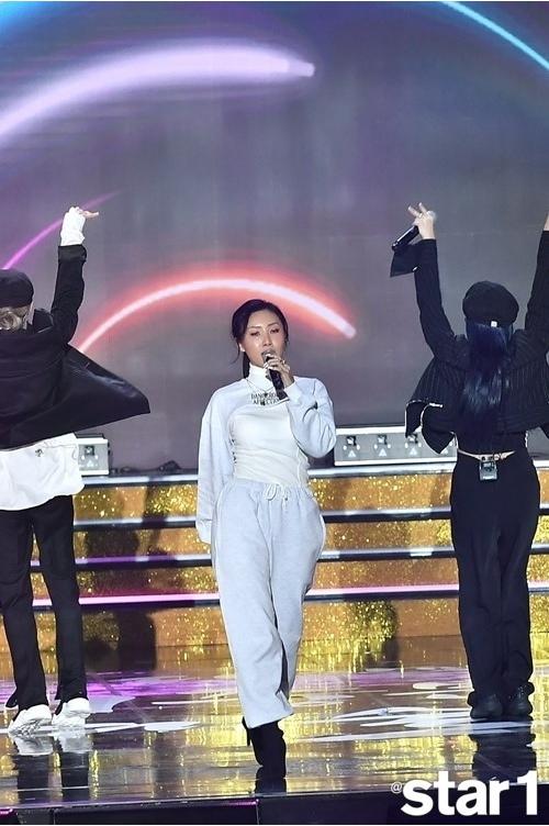 mamamoo-hwasa-2019-korean-pop-culture-awards