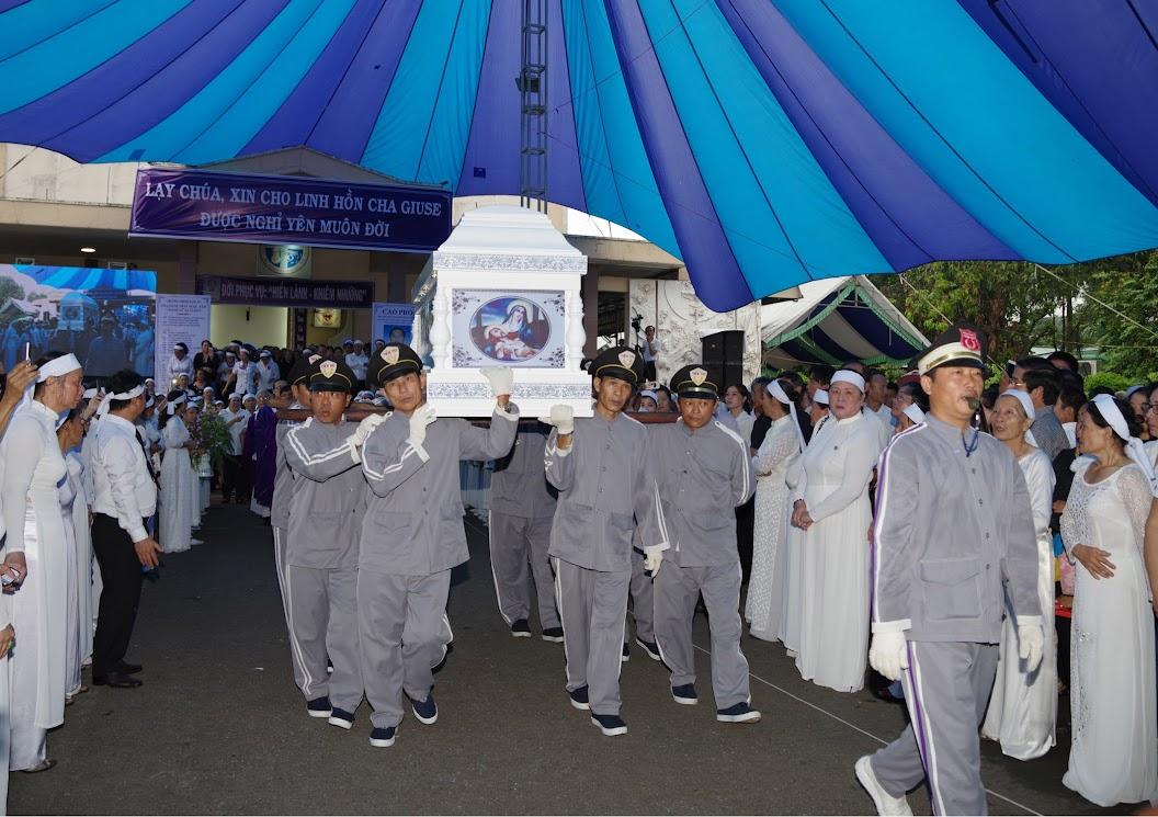 Thánh lễ an táng Cha Giuse Trần Ngọc Tâm - Chánh xứ Xuân Đức - Ảnh minh hoạ 38