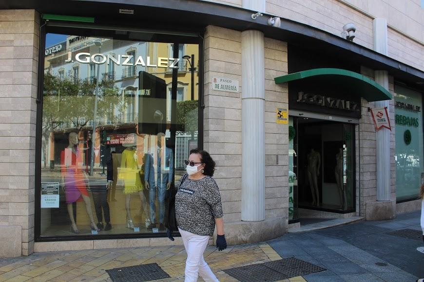 Establecimientos J González en Puerta de Purchena.