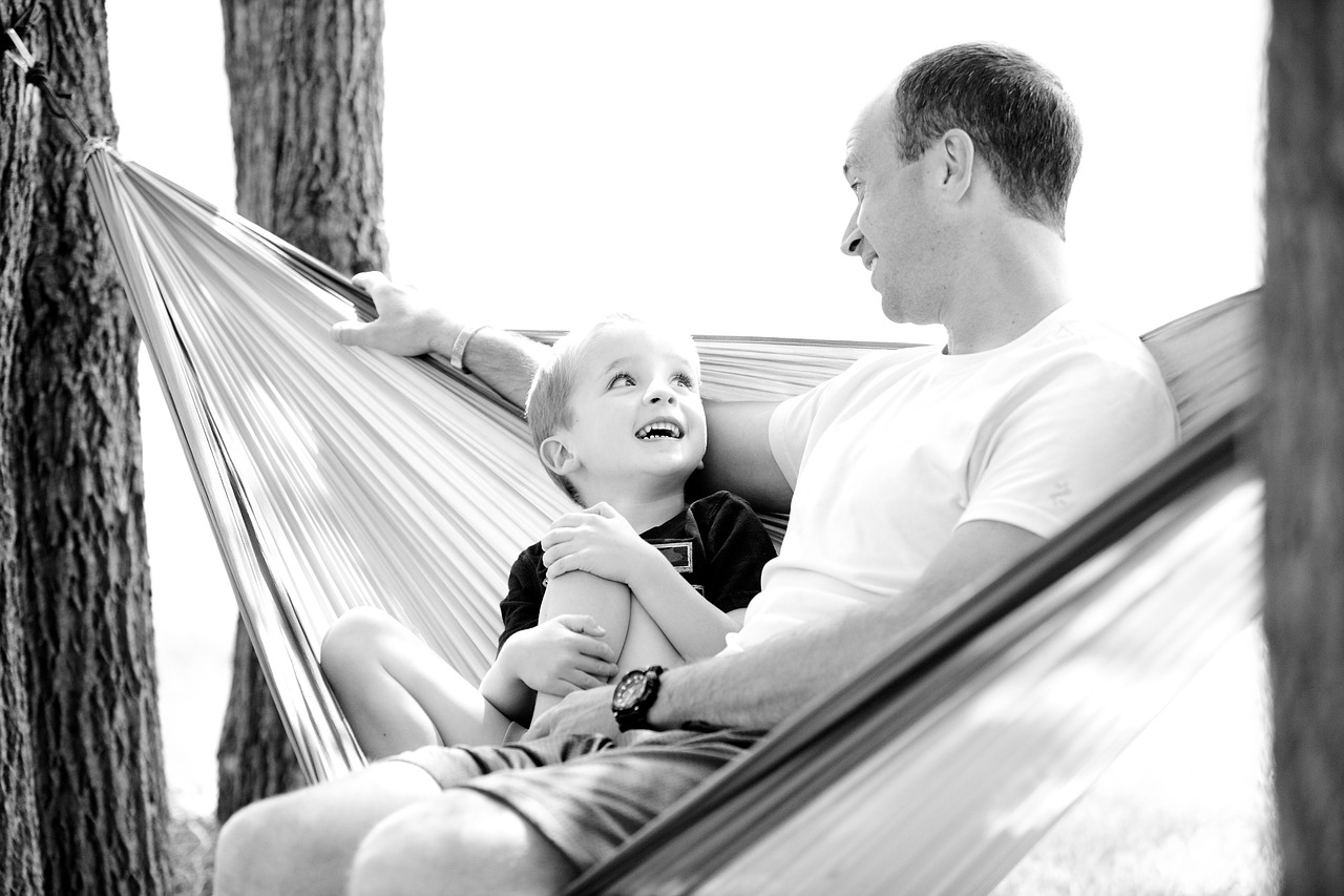 Hammock-Father-Happy-Son-Boy-Child-Family-1633655.jpg