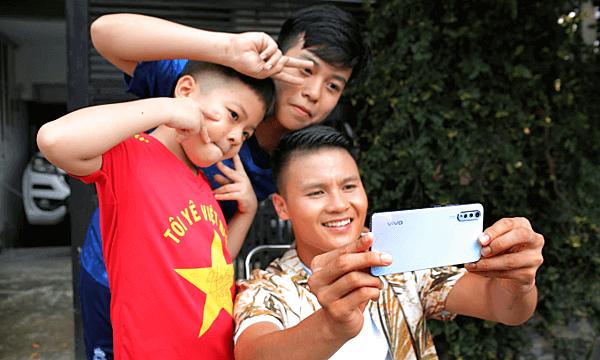 Selfie cùng Quang Hải