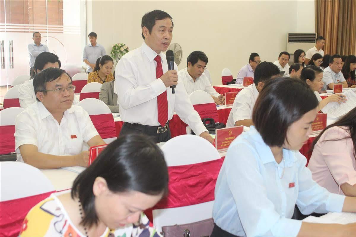 Ông Lê Đình Lý - Giám đốc Sở Nội vụ giải trình các ý kiến của đại biểu HĐND tỉnh