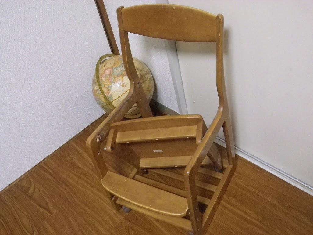 続々と壊れゆく歴代の椅子たちの物語。
