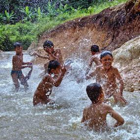 water war by Kenny Sutan Sati - Babies & Children Children Candids
