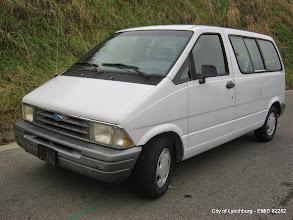 Photo: Lot 7 - (2252-1/11) - 1996 Ford Aerostar van - 46,019 miles