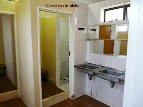 Photo: Hou op kla Neels, minstens is die vloere en toilette skoon.