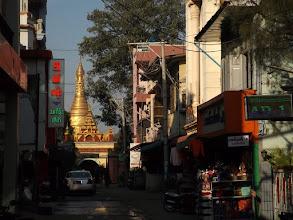 Photo: Abschied von Mandalay, seinen Pagoden, dem AD-1-Hotel ...