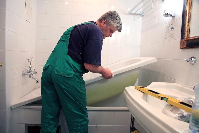 Renowacja starej wanny w łazience