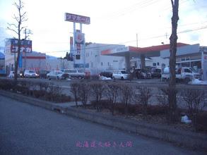 Photo: 東日本大震災による停電で渋滞するガソリンスタンド