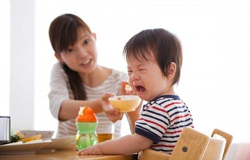 Trẻ biếng ăn suy dinh dưỡng là nỗi lo của cha mẹ