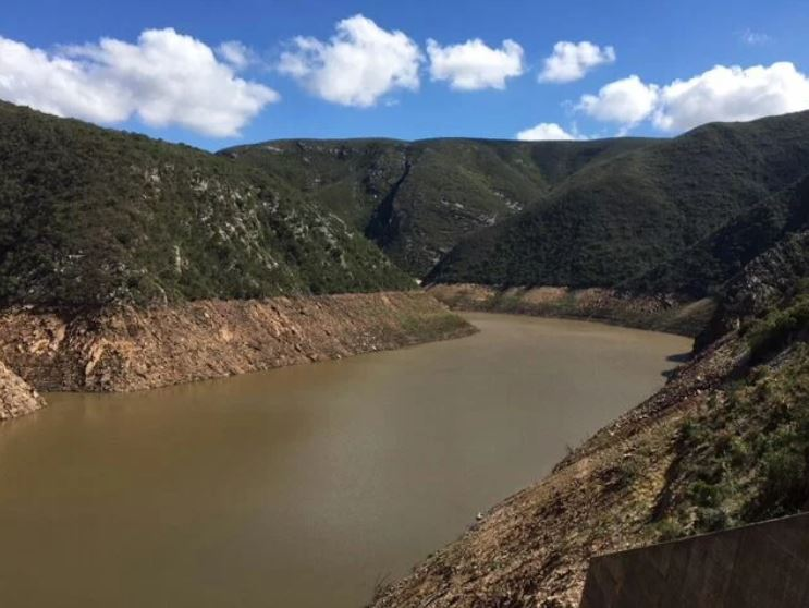 The Kouga Dam is at a critically low level.