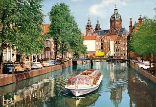 Photo: Amsterdam - Oudezijds Voorburgwal