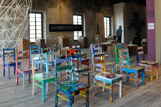 Teater vol Stoele / Theatre of Chairs