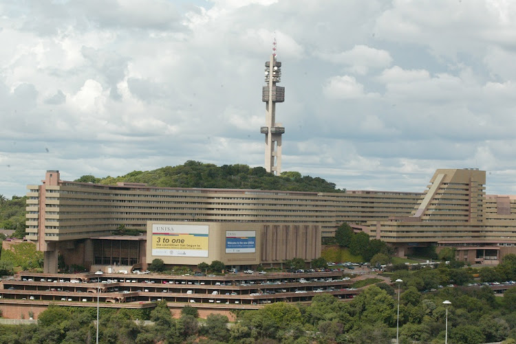 Unisa is urging students t register online due to a national shutdown.