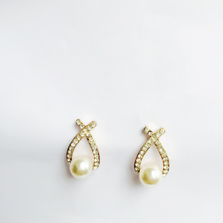 E017 - G. Crossroad Faux Pearl Earrings