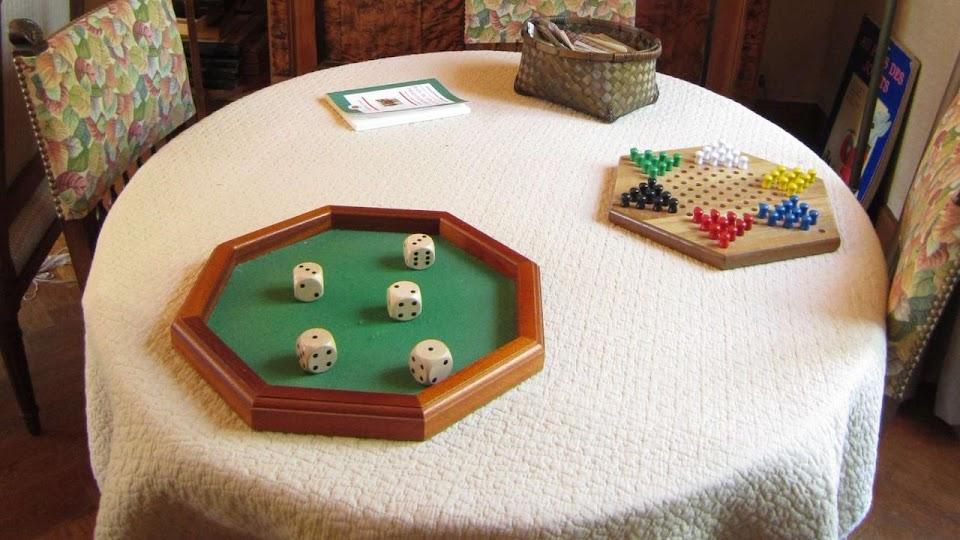 Table de jeu au salon