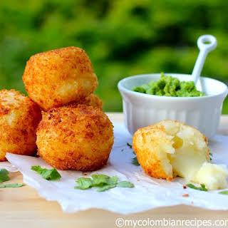Bolitas de Yuca y Queso (Yuca Balls Stuffed with Cheese).