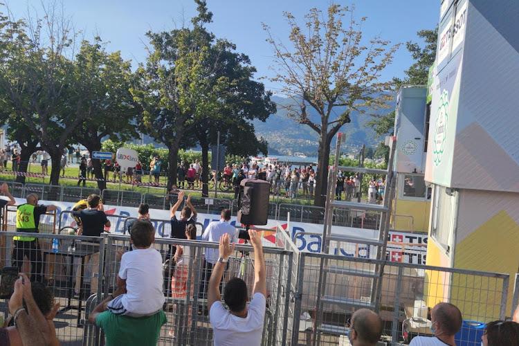 📷 FOTO'S: Bekijk de beste beelden van aankomst in Como en van Mathieu, Fuglsang en anderen in Lombardije!