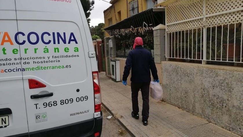 La restauración con entrega de comida a domicilio se considera actividad esencial.