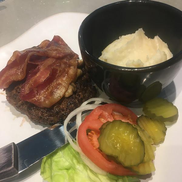 Buffalo burger with mashed potatoes